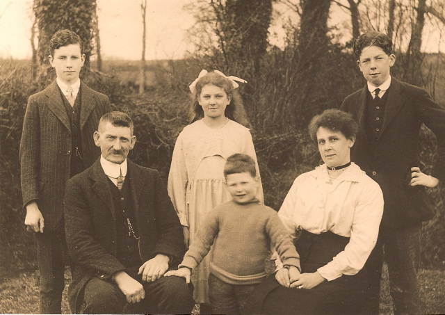 The Painter family pictured behind their house Haytor View, Court Street, Moreton Front row - Willaim Scott, Ronald (aged 3) Mary Ann Back Row - Harold, Kathleen, Frank